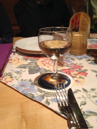 Restaurant Magic restaurant Zauberstubn Oberammergau: The wine is as good as the beer !!! I am sure I had a skirt in that fabric in the 1980's !!