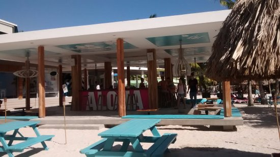 Mambo Beach : You can buy your drink here.