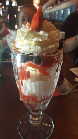 Cheadle, UK: fruit sundae