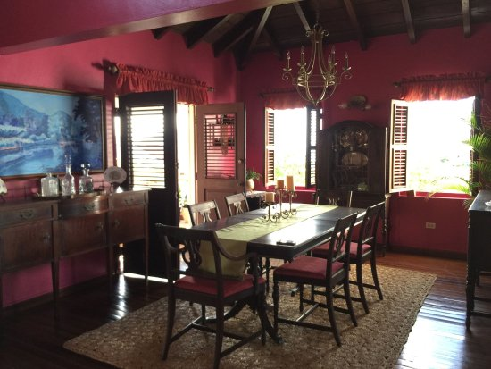 Rock Haven Bed & Breakfast: Traditional Caribbean Dining Room at Rock Haven