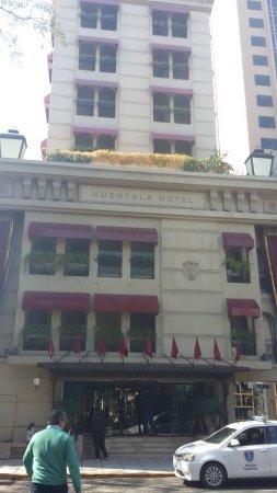 Huentala Hotel: vista de la entrada del hotel