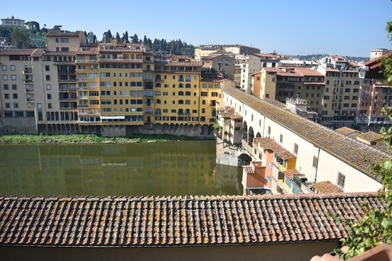 Hotel Hermitage: Ponte Vechio from the roof terrace. Nice way to have an evening drink.