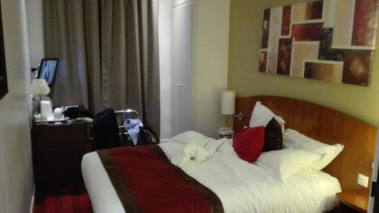 Europe Hotel Paris Eiffel: IMG_20170424_225905_large.jpg