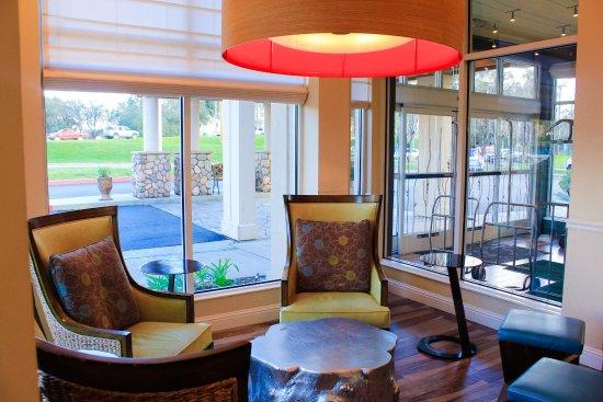 Good Hilton Garden Inn Redding: Seating Nook, Hotel Lobby