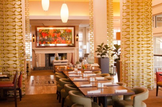 Great Hilton Garden Inn Redding: Group Dining Table, Lobby Fireplace Good Ideas