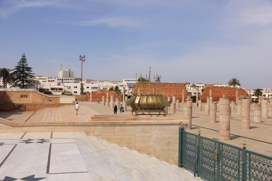 Mausoleum of Mohammad V: Square in front of the mausoleum