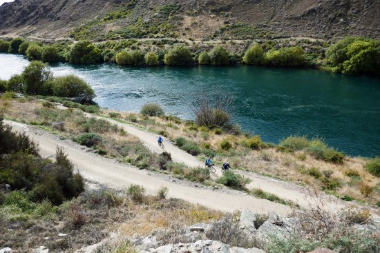 Alexandra, New Zealand: Climbing the switchbacks