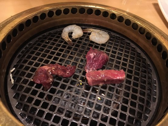 Gyu-Kaku Chicago: raw meats cooking
