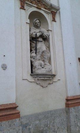 Trivolzio, Italy: Statua Facciata Esterna