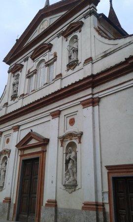 Trivolzio, Italy: Facciata Lateralmente