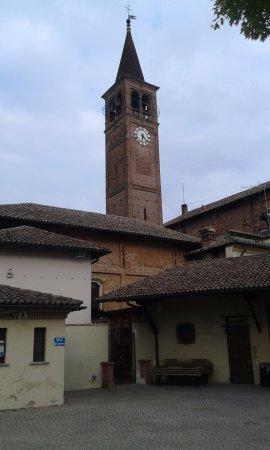 Trivolzio, Italy: Dall'oratorio Campanile con Orologio