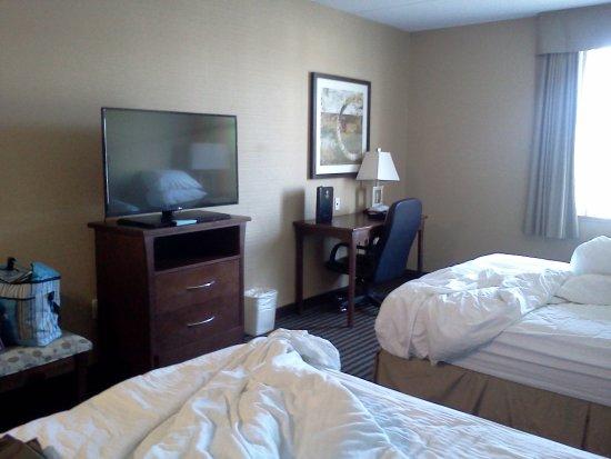 BEST WESTERN Royal Oak Inn: room 204 older furniture still great