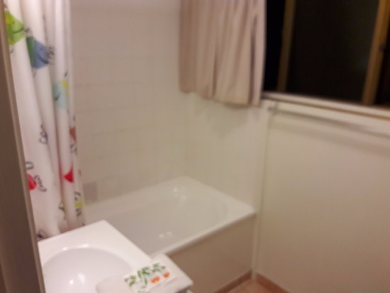 Mangere, Nova Zelândia: Bathroom with Bath tub