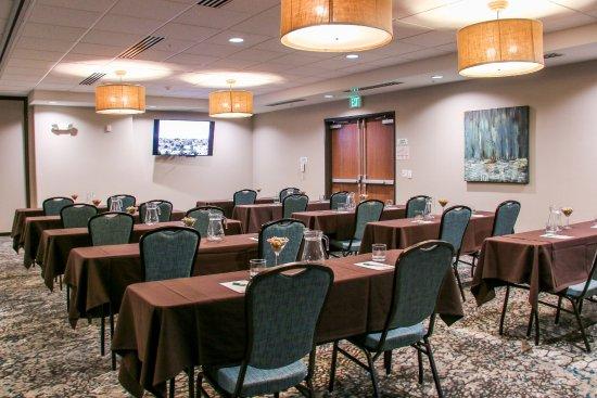 Centennial, CO: Flatirons Room Set Classroom Style