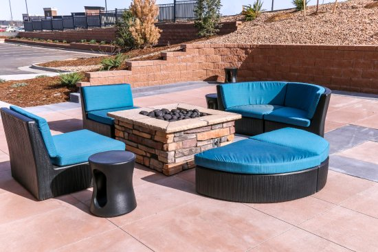 Centennial, CO: Hotel Patio with Firepit