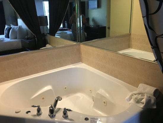 Westgate South Beach Oceanfront Resort: Spa tub