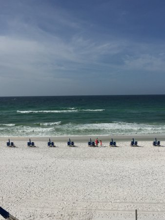 Destin Gulfgate: The beach view from our room.