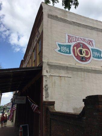 Виксбург, Миссисипи: Building Exterior