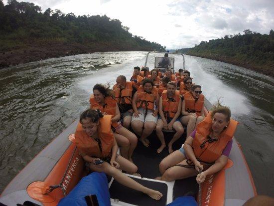 Macuco Safari: Navegando tranquilos por el río...