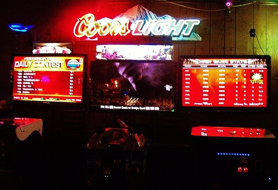 Gresham, OR: Other games and a neon coors light sign