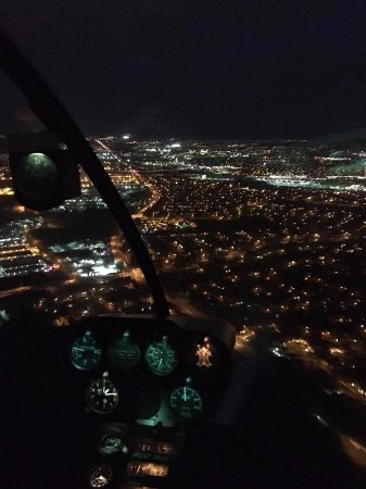 Lincoln, Californië: Night flight over Sacramento with view of the instrument panel