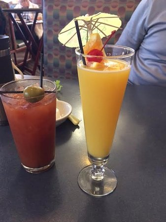 Aurora, IL : Choose your favorite breakfast drink. Both beautiful!
