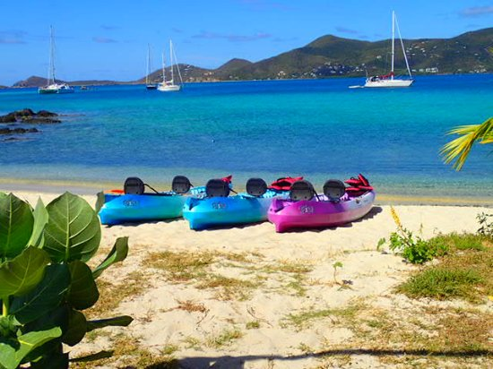 Coral Bay, St. John: Getting the kayaks ready
