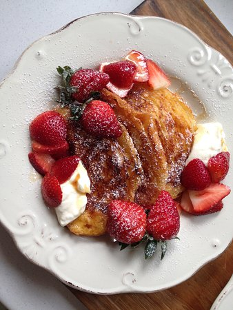 Rutherglen, Australien: For the sweet tooth, French toast with fresh seasonal strawberries