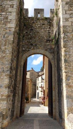 Бесалу, Испания: Entrada