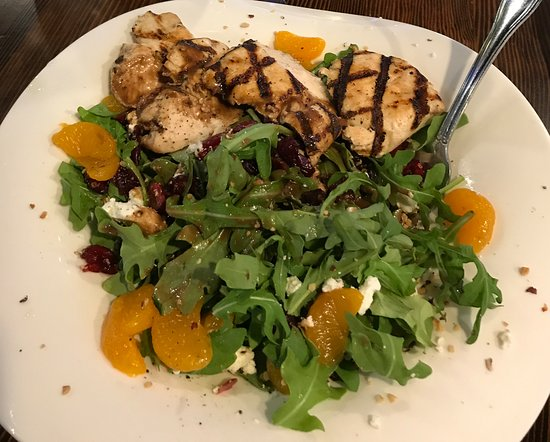 Twisted Fish Steakhouse: Arugula grilled chicken salad