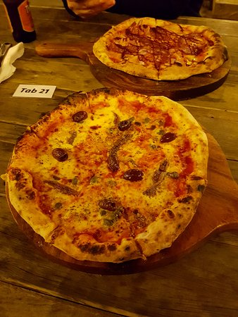 Russell, New Zealand: Wood fired pizzas