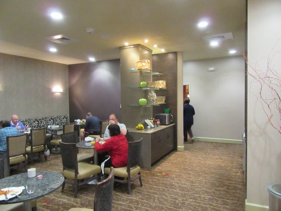 Hilton Burlington: Executive Lounge