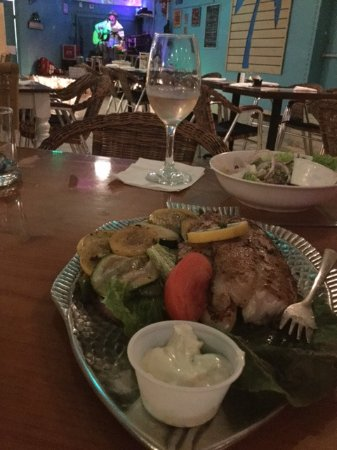 PadreRitaGrill: Fish dinner with live entertainment in the background
