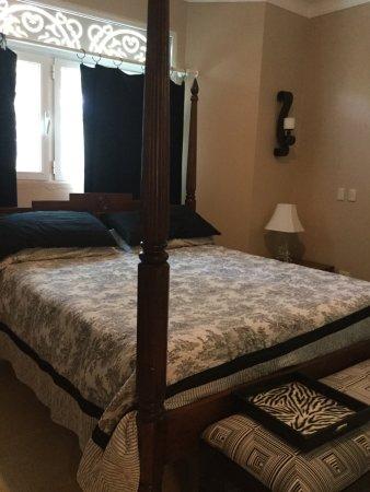Victorian Luxury Condominiums: photo1.jpg