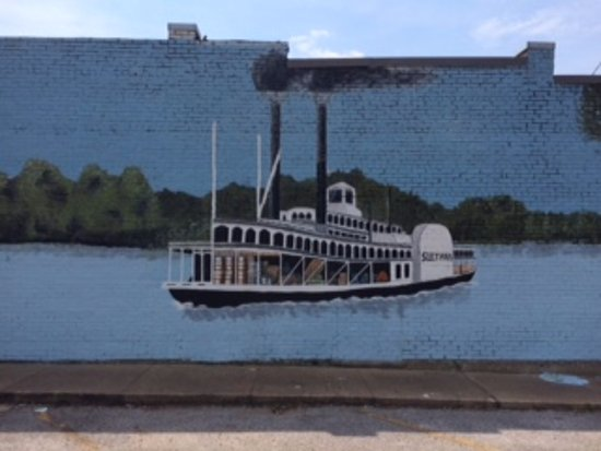 Marion, AR : Mural on nearby building of Sultana