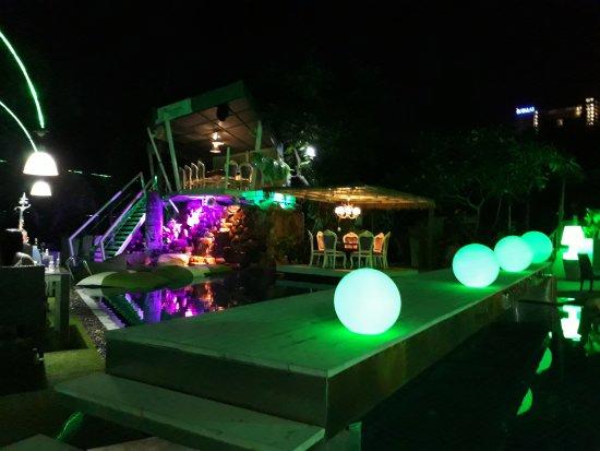 Momento Beach: les tables en hauteur