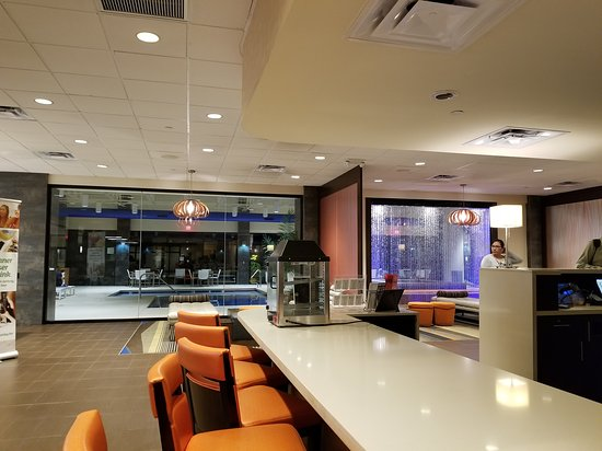 Holiday Inn & Suites Charleston West: 20170423_212825_large.jpg
