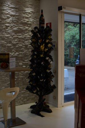 Nonantola, Italia: Wine Bottles