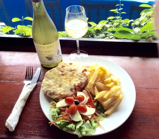 Aussie Sports Bar and Guesthouse : Chicken Parmigiana