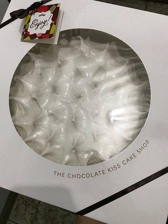 Chocolate Kiss Cafe: Beautiful packaging. Sturdy box.