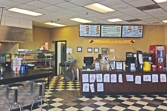 Eddyville, KY: Orders are placed at front counter and then served directly to your table