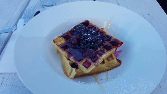 North Beach, Australia: Waffle with berries