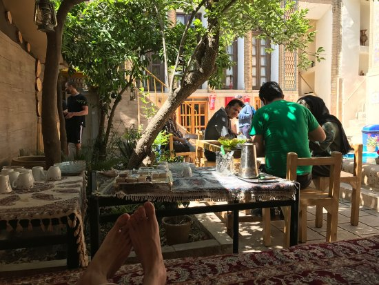 Taha Traditional Hostel: The courtyard where to chill for some tea