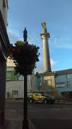 Ένις, Ιρλανδία: Daniel O'Connell Monument