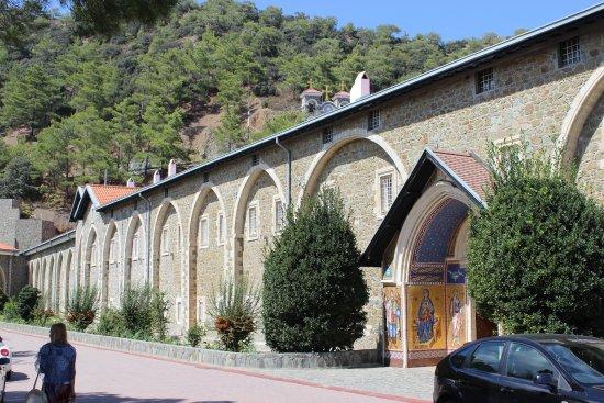 Pedoulas, Cyprus: вход в монастырь
