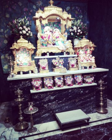 Millfield, ออสเตรเลีย: The altar where the Deities of Lord Krishna and Srimati Radha-rani are worshipped.