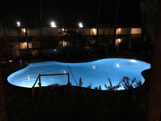 Goleta, Californië: This is a retro motel with modern amenities and nice rooms that cater to the hipster style.  It'