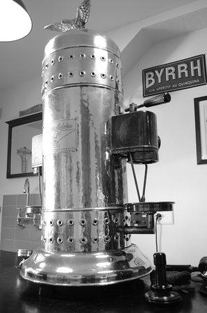 Estavayer-le-Lac, Svizzera: La machine à café Victoria Arduino des années 50