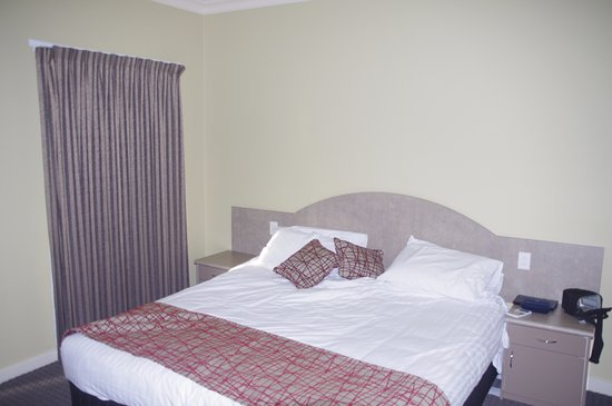 Mulwala, Australia: Bedroom (breaks into two singles if needed)