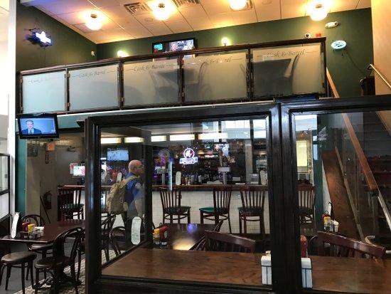 Windsor Locks, CT: dining area & bar at Cask & Barrel Bistro